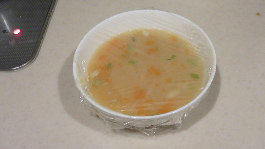 スープにサランラップ