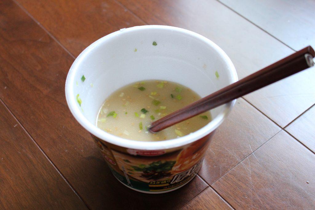カップラーメンのスープ