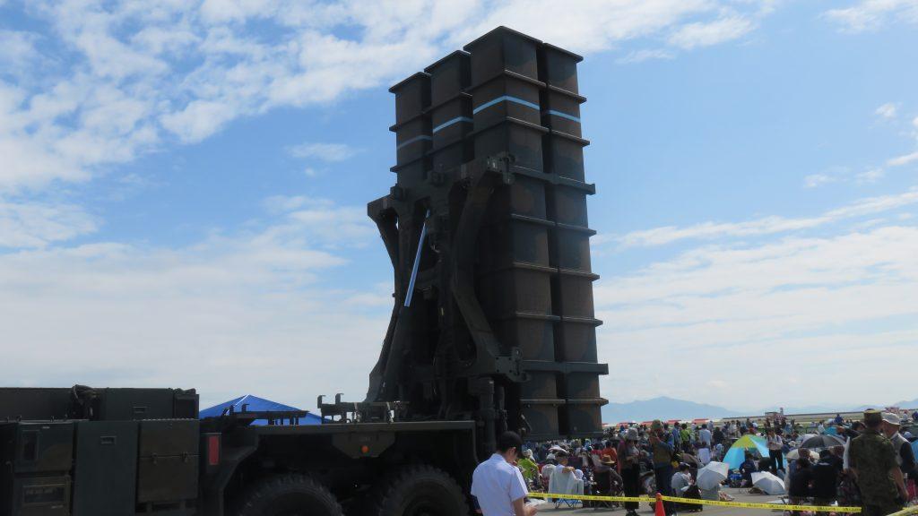 自衛官とミサイル