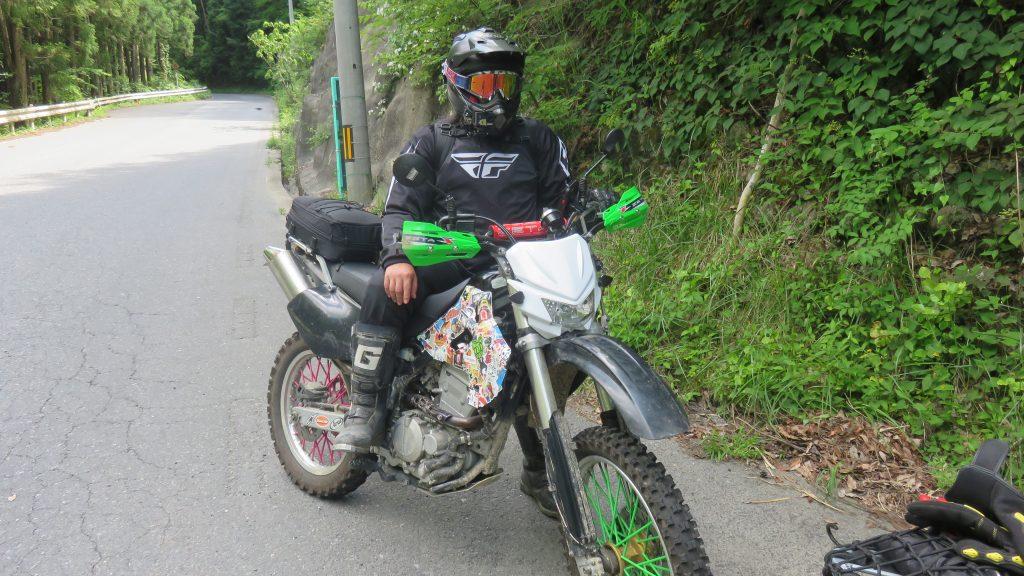 バイクと人が一人