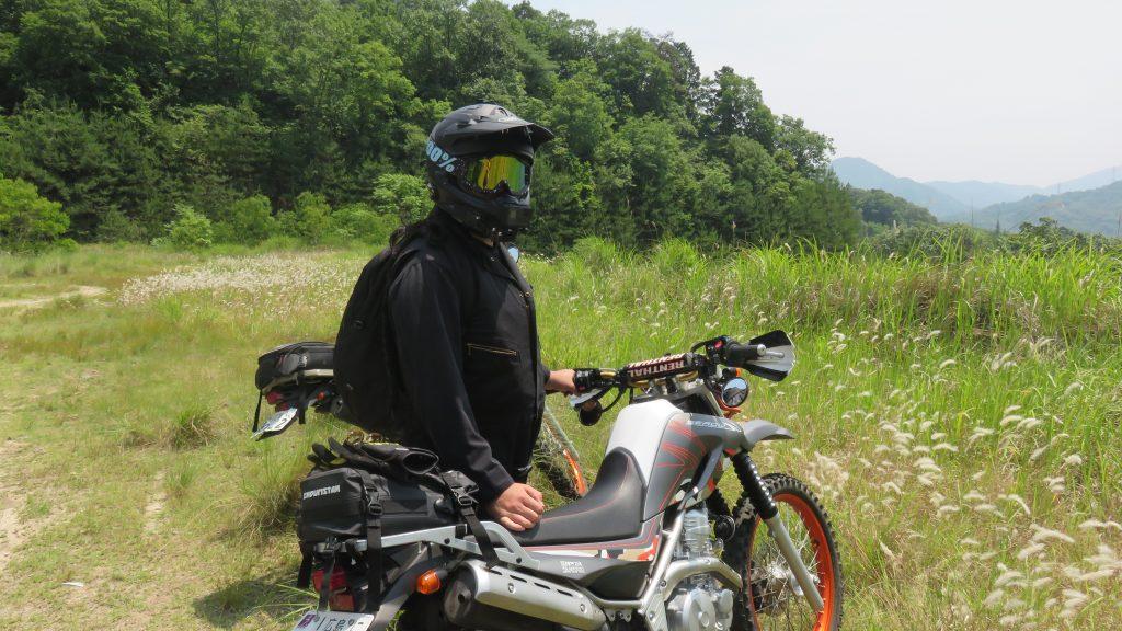 バイクと人