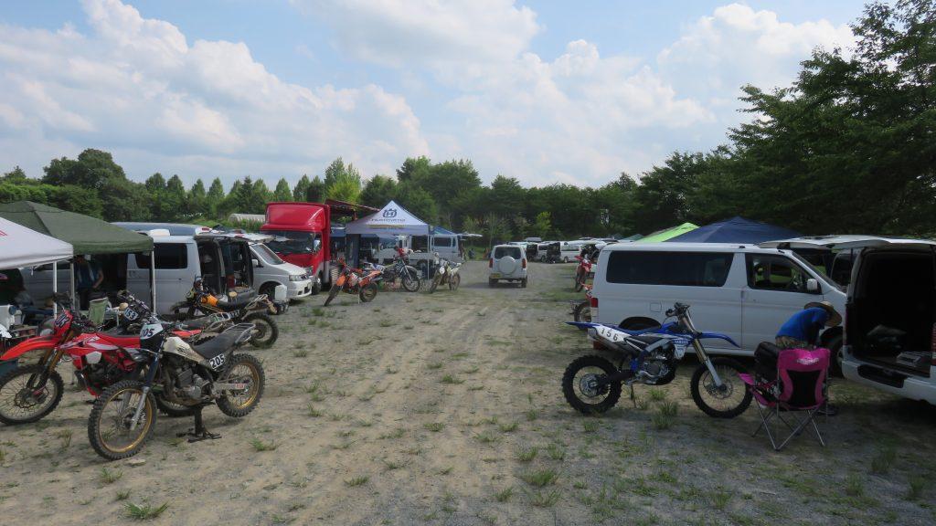 テージャスランチとバイク