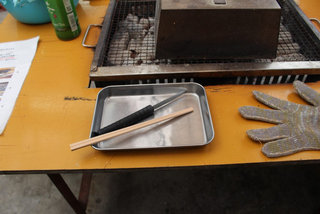 箸とナイフと焼き台
