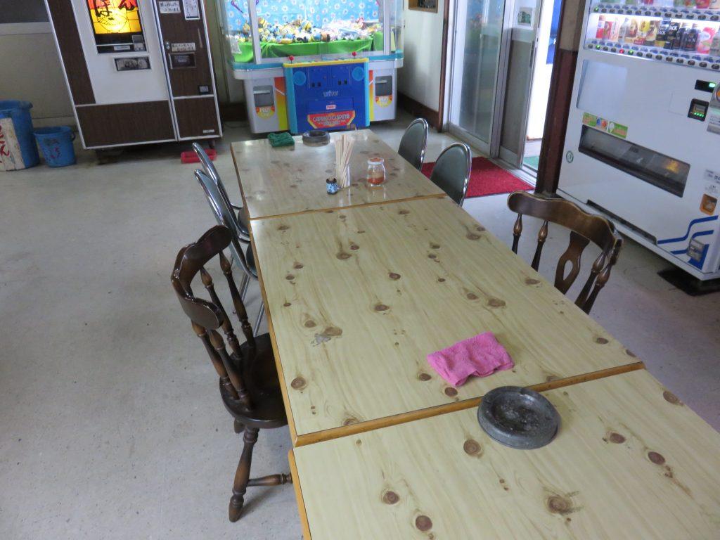 イスとテーブル