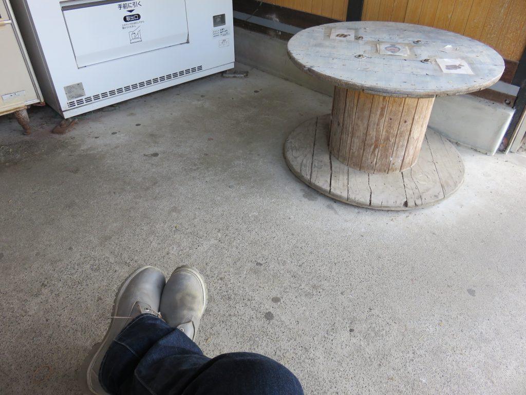テーブルと足