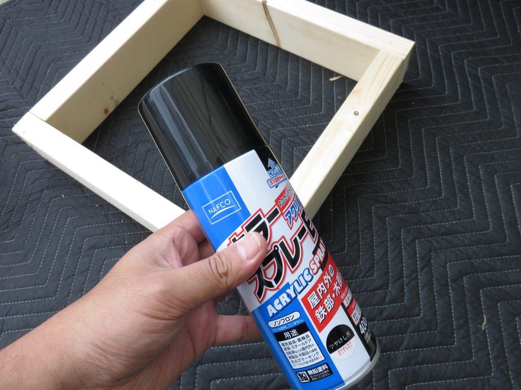 木材と缶スプレー