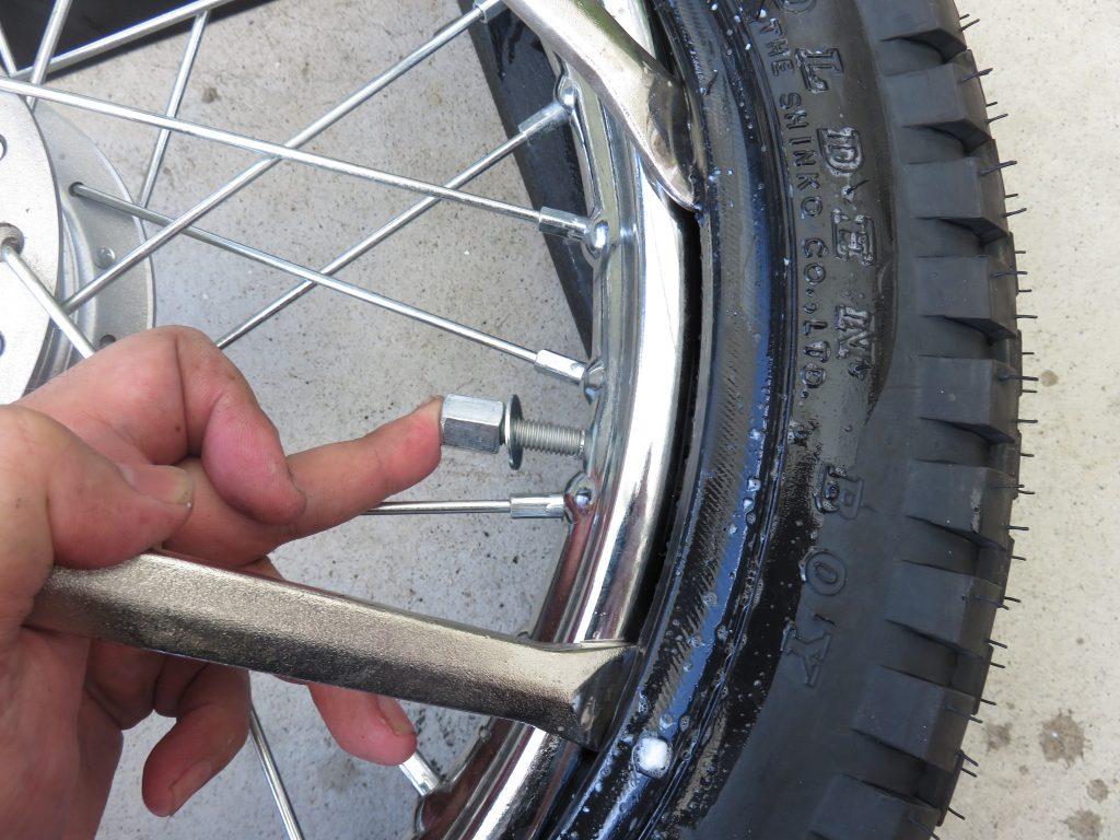 タイヤレバーでタイヤ交換